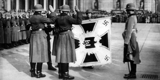 Почему напараде победы 1945-го кмавзолею бросали кайзеровские флаги