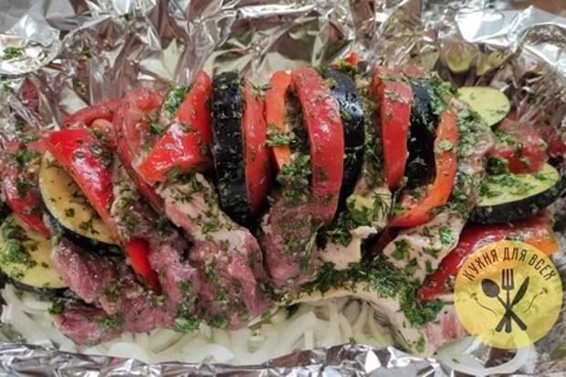 Свиная шея в духовке с овощами: фото шаг 2