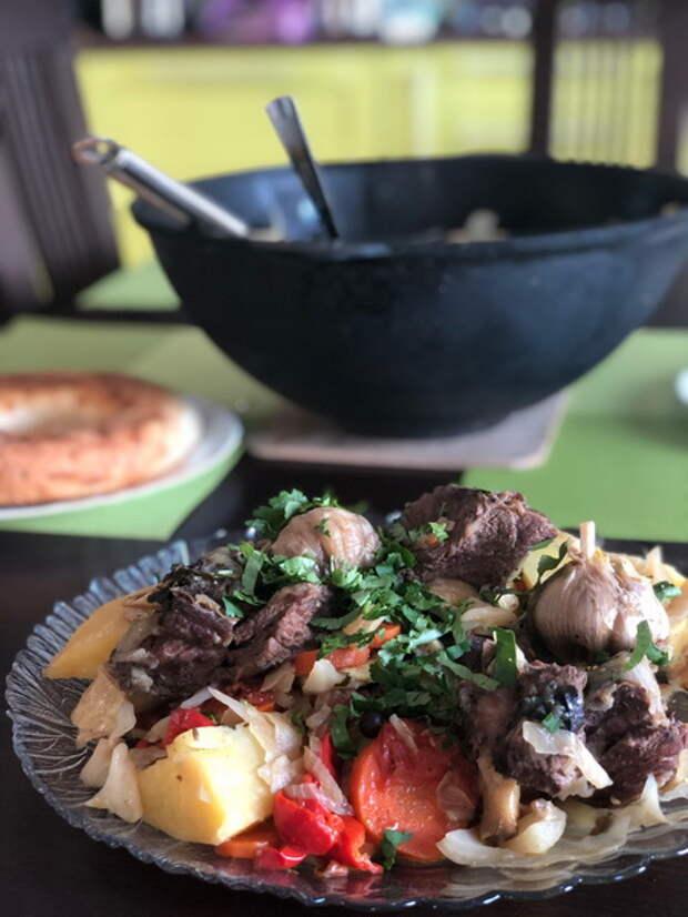 Никогда не была в Узбекистане, но готовить «Басму в казане» очень люблю. Мясо получается идеально: мягчайшее