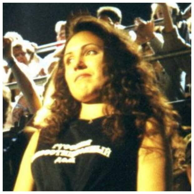 Очаровательная девушка-знаток из 90-ых Елена Пальцева