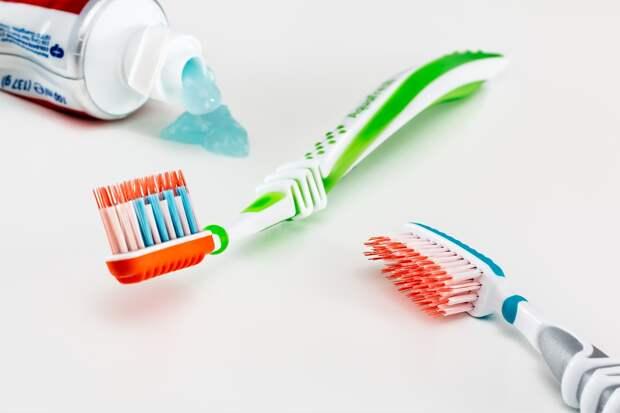 Стоматолог подсказал, как выбрать безопасную зубную пасту