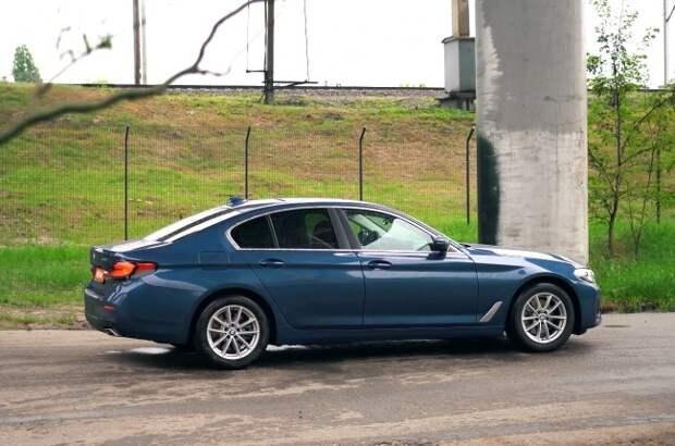 BMW 520i: скидка на билет в премиум. BMW 5 Series Sedan (G30)