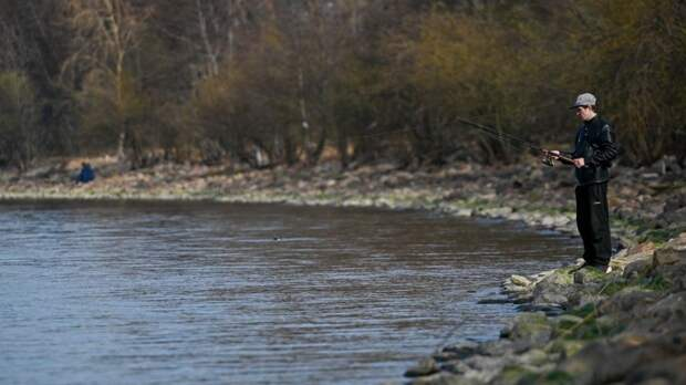 Полицейский спас рыбака с оторвавшейся льдины в холодных водах Енисея