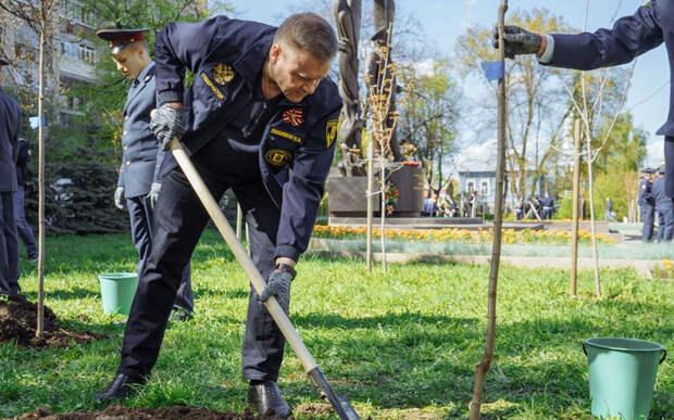 Любимов поучаствовал в международной акции «Сад памяти»