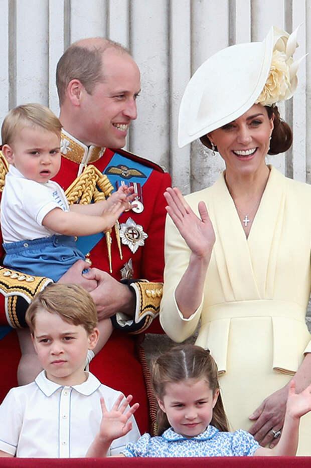 Принц Луи, принц Уильям, Кейт Миддлтон, принц Джордж, принцесса Шарлотта