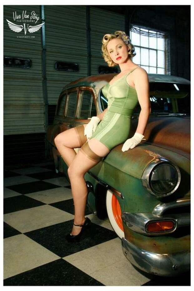 Пин-ап девушки и ретро-автомобили