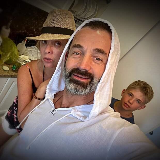 Дмитрий Певцов заболел пневмонией