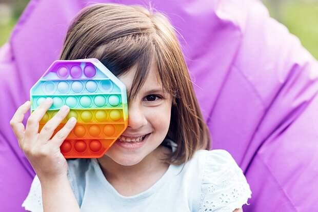 Новые детские антистресс-игрушки: Как развивать внимание, память, мелкую моторику с помощью поп-ита