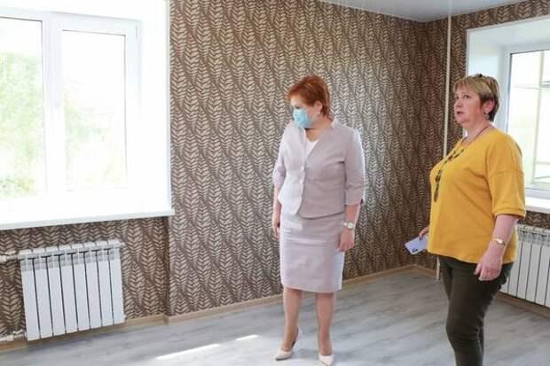 Елена Сорокина осмотрела квартиры для детей-сирот в Рязани