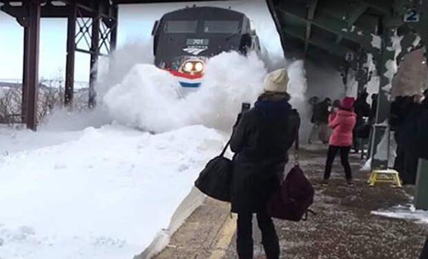 Снежный апокалипсис на станции в Нью-Йорке. Пассажиры чудом остались живы!