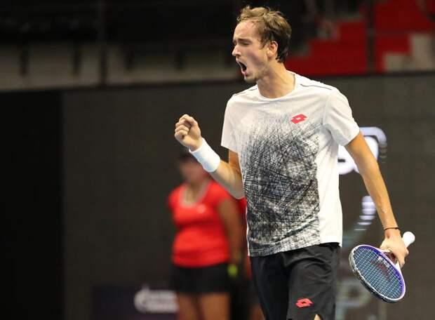 Даниил Медведев снова побеждает: российский теннисист вышел в финал «Мастерса» в Париже!