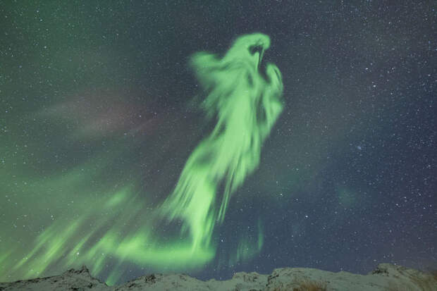 25 поразительных фото северного сияния, объясняющих, почему все сходят по нему с ума