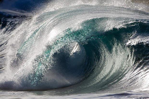 Скульптурные волны Пьера Кару