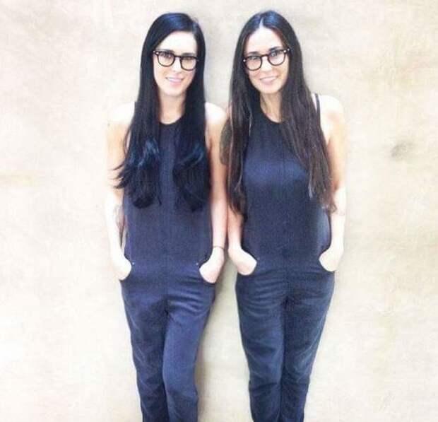 Это не близняшки, это мама с дочерью с разницой в 26 лет возраст, девушки, звезды, мамы