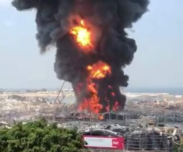 В порту Бейрута новое ЧП - мощный пожар