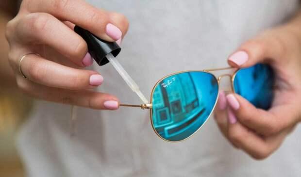 закрепить винтик на очках