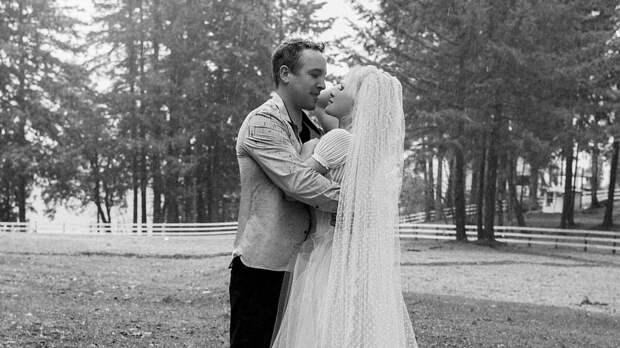 Памела Андерсон разрушила семью своего телохранителя и вышла за него замуж