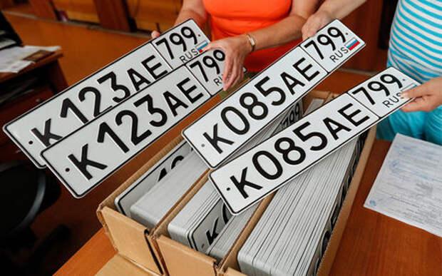 Номера теперь будем получать у изготовителей сами – Путин подписал закон