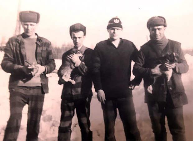 Слева: Владимир Бабушкин (Вася Бриллиант), Серега Колесо, Серж, Толик Шингаркин, Пермский край, ВВ-201; УЛИТУ Кизелспецлес