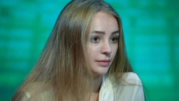 «Богиня». Подписчики оценили фото фигуристки Степановой напляже