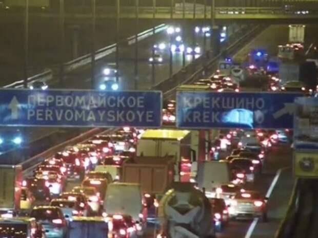 На Киевском шоссе в ТиНАО затруднено движение из-за ДТП с грузовиком
