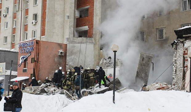Два ребенка и10 взрослых эвакуировались из-за пожара вподвале дома вНижнем Тагиле