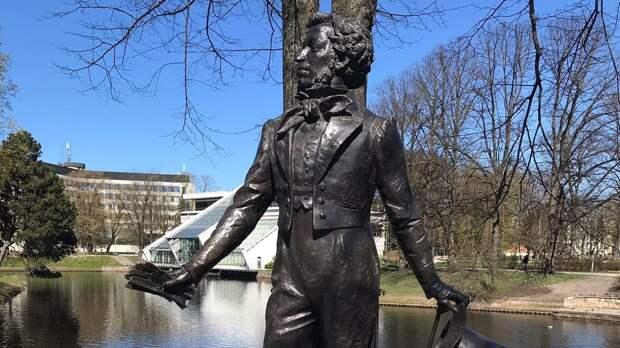 Литва пошла по кривому пути Чехии с Коневым: в Риге ополчились на памятник Пушкину