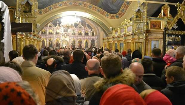 Верующим разрешили посещать подмосковные храмы