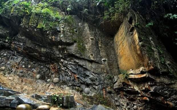 Таинственная гора в Китае откладывает каменные яйца