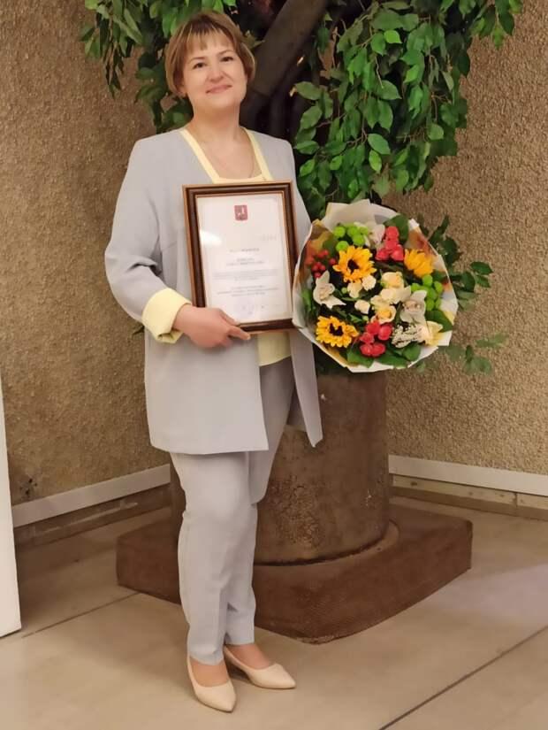 Префект СВАО отметил труд социального работника из Алтуфьева