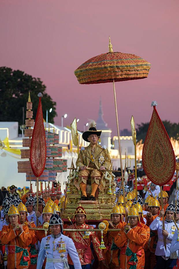 Все-таки вирус? Почему таиландского короля Раму X срочно госпитализировали