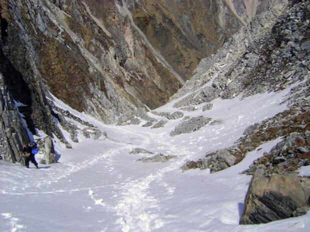 Пять туристов в Бурятии попали под снежную лавину