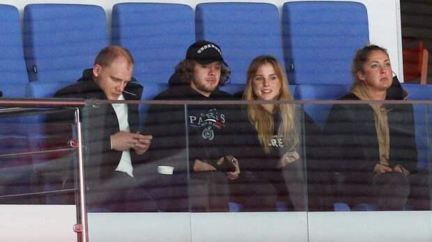 Панарин и Алиса Знарок посетили матч КХЛ «Спартак» — «Локомотив»: фото