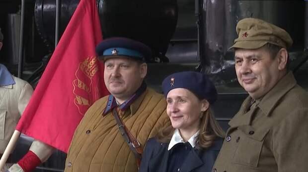 «Легендарные паровозы»: на Витебском вокзале состоялся праздничный парад ретролокомотивов
