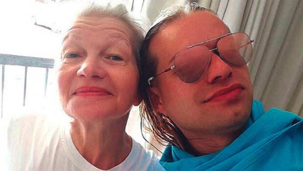 Жена Гогена Солнцева произвела эффект новым снимком в боди и колготках-сеточках
