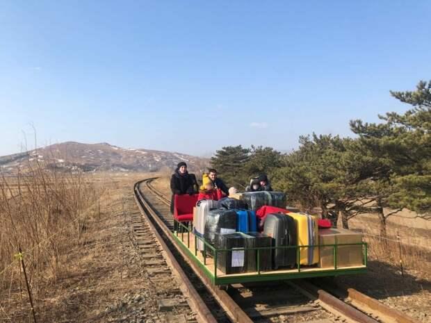 Российские дипломаты покинули Северную Корею на самодельной дрезине