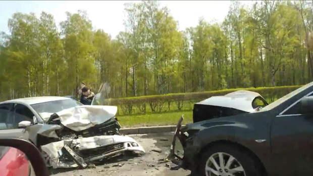 В Петербурге при лобовом столкновении машин пострадал малыш
