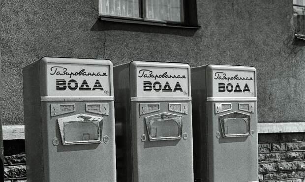 Почему в СССР все пили газировку из одного стакана и не болели
