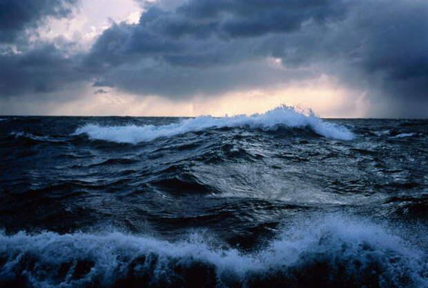 Унесённые ветром и затуманенная алкоголем: как отдыхающие в Крыму покоряли стихию