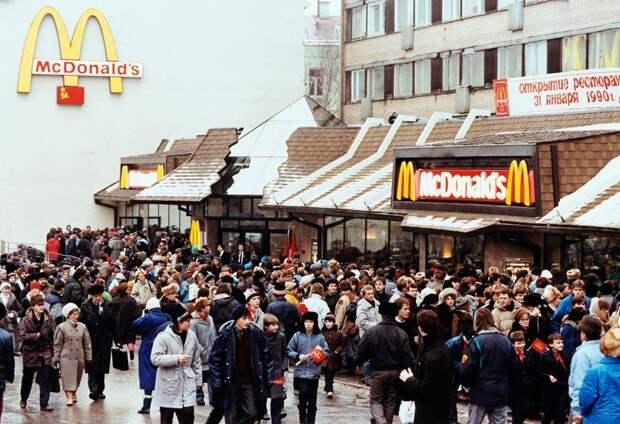 Первый Макдональдс в России.