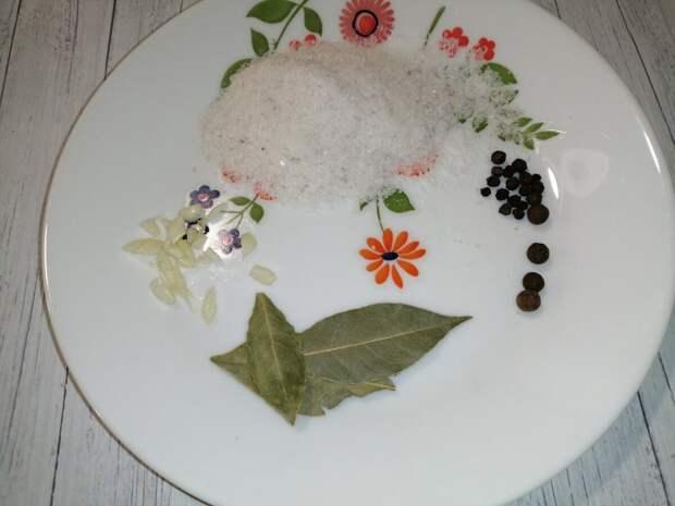 Как «резиновый» кусок сала превратить в тающую закуску, от которой сложно оторваться
