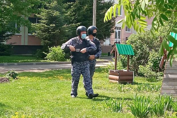 Спецслужбы изучают данные о минировании школ в Казани