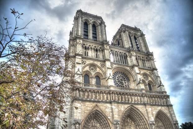 В Париже заявили о риске обрушения Нотр-Дама