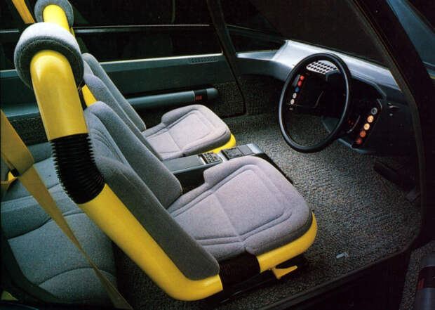 Салон концептуальной Toyota FCX-80.