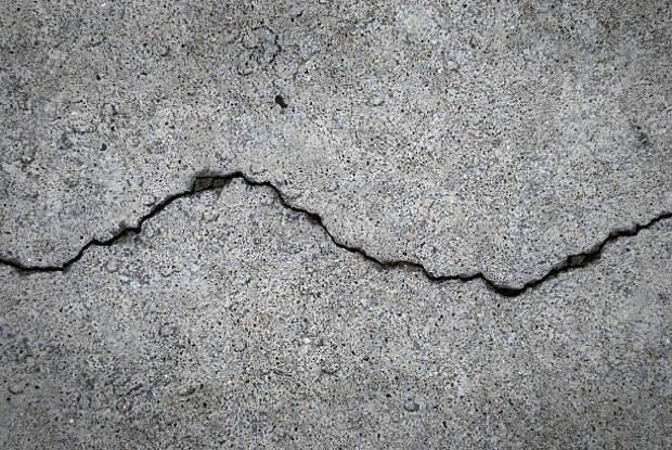 Асфальт во дворе дома на Абрамцевской обследовали на предмет дефектов – управа