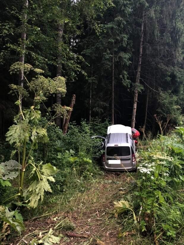 Опубликованы фотографии с места тройного ДТП с пострадавшим под Тверью