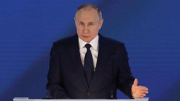 Путин предложил выплату в 10 тысяч рублей семьям с школьниками