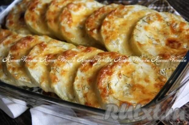 Кабачки, запечённые с сыром и сметаной в духовке