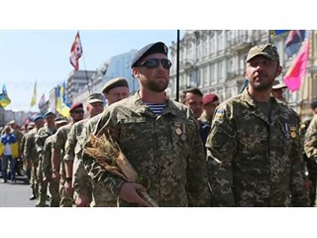 """Тайная армия Порошенко. Кого и зачем экс-президент Украины взял себе в """"Братья по оружию""""?"""