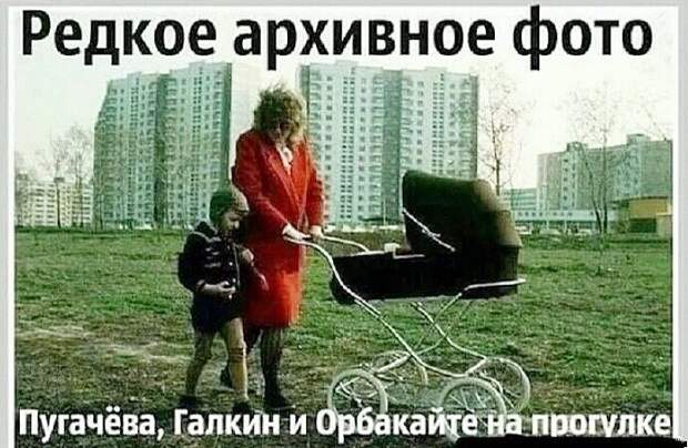 Пятилетний мальчик, прочитав сказку о царе:  - Мама, я тоже хочу пять жен!...